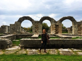 erica-in-the-ruins-of-amphitheater