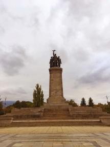 soviet-liberator-and-bulgarian-family-statue